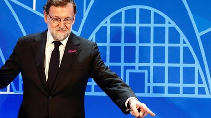 Rajoy con lazo feminista el 8M de 2018