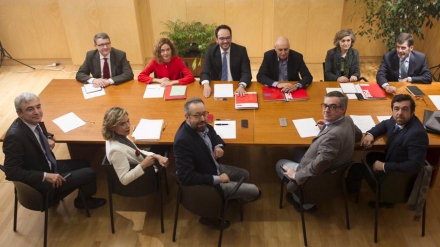 Los negociadores del PSOE junto a los de Ciudadanos en la reunión de este viernes / Foto: PSOE