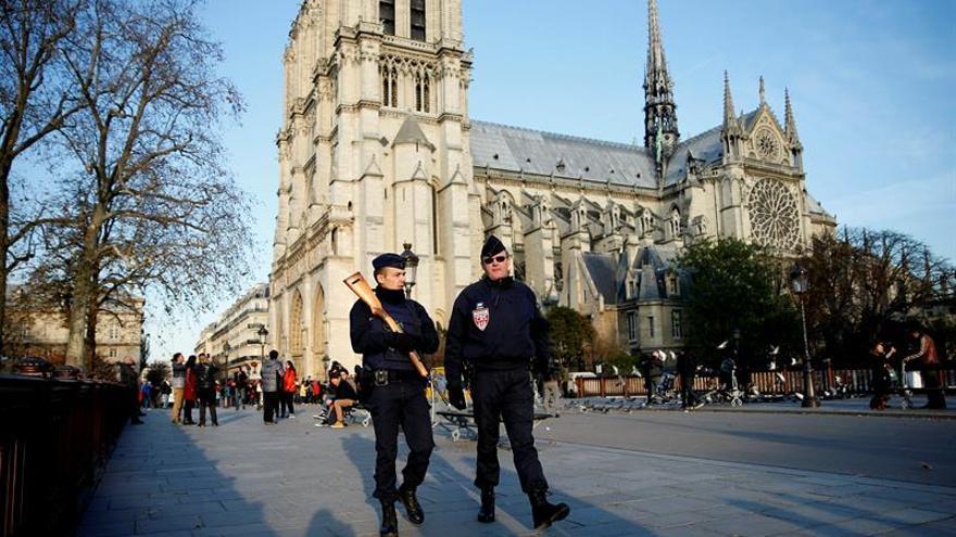 Una autora del atentado fallido en París, ante el juez para su inculpación