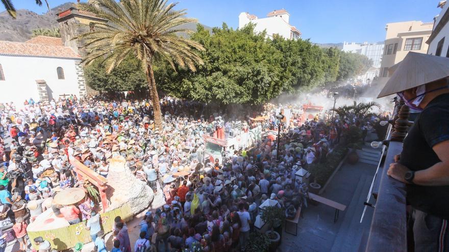 Una multitud se congregó en los alrededores de la Plaza de España.