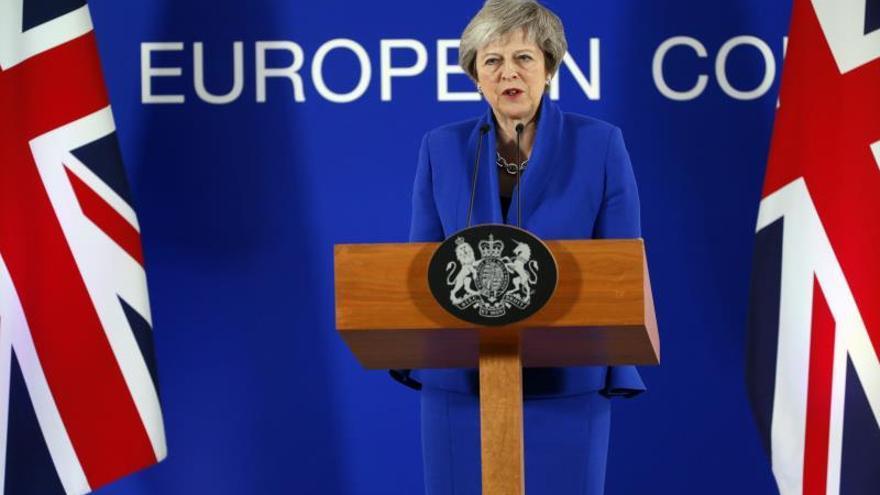 """May viajará a Bruselas para exigir un mejor pacto del """"brexit"""", según la prensa"""