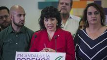 La coordinadora de Podemos Andalucía y portavoz de Adelante Andalucía, Teresa Rodríguez (c), ofrece rueda de prensa acompañada de su equipo. En la sede de Podemos Andalucía. En Sevilla, a 13 de febrero de 2020.