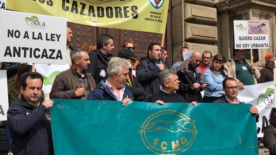 En la imagen el presidente de la Federación de Caza de Castilla-La Mancha, Agustín Rabadán, en la concentración de Toledo