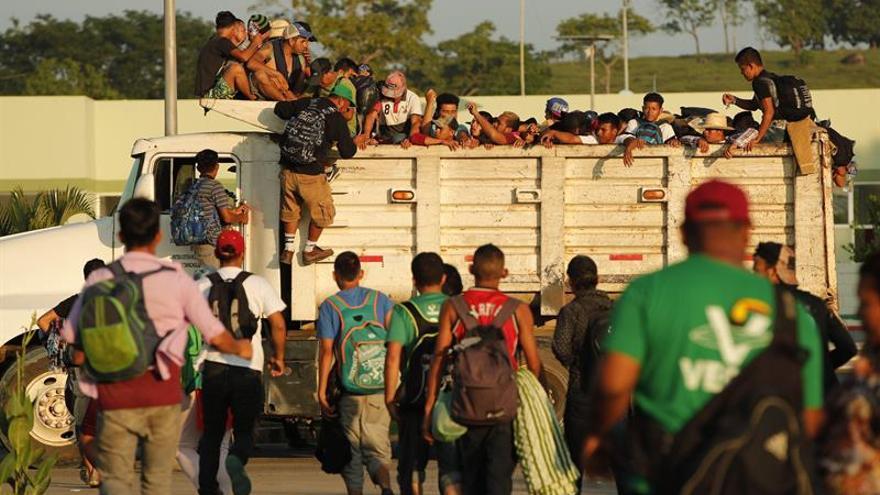 La caravana migrante reanuda su marcha fragmentada por cansancio de familias