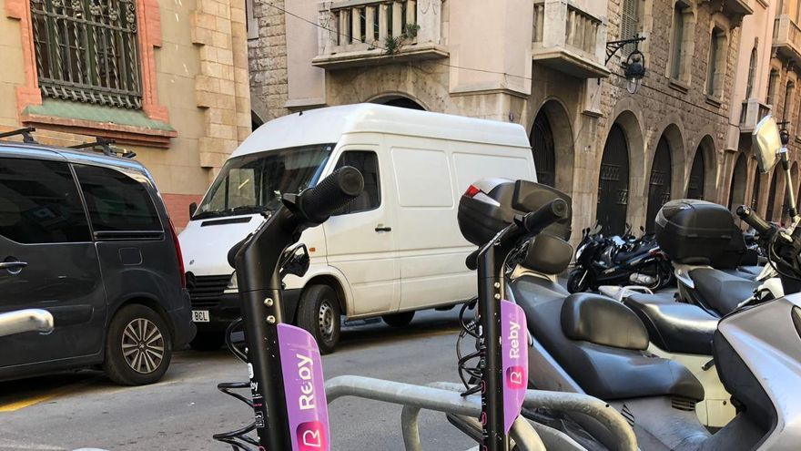 Patinetes de Reby anclados en Barcelona