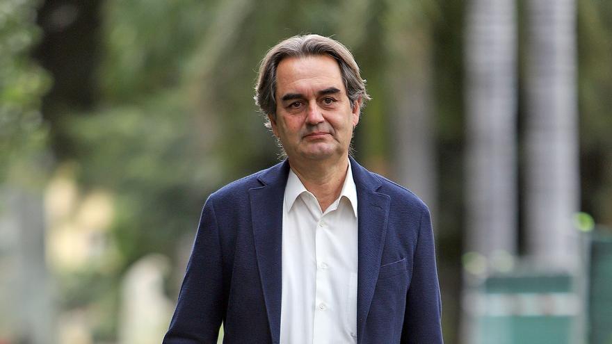 Fernández Arcila, abogado y político, en una zona del parque anexo al quiosco Numancia