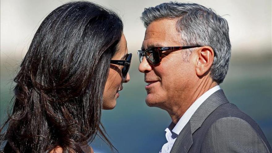 George Clooney y sus socios dan una fiesta con sus mujeres en Ibiza