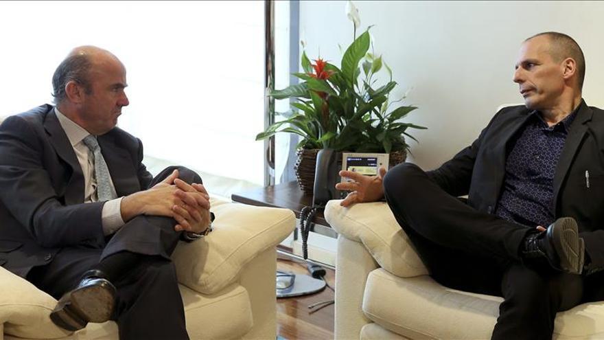 De Guindos recibe en Madrid al ministro griego de Finanzas, Yanis Varufakis