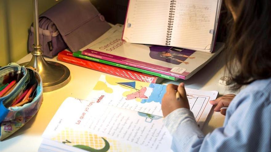 """Investigan prácticas """"anticompetitivas"""" en el mercado de libros de texto"""