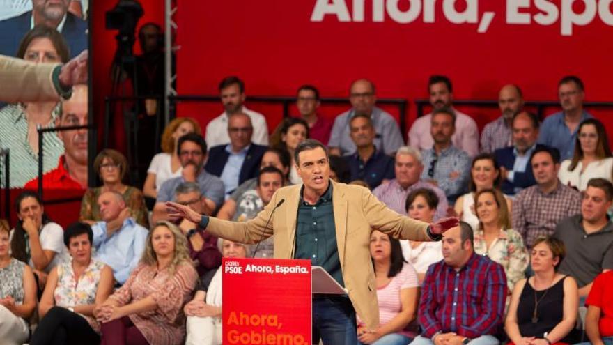 Sánchez garantiza una respuesta social si se enfría la economía