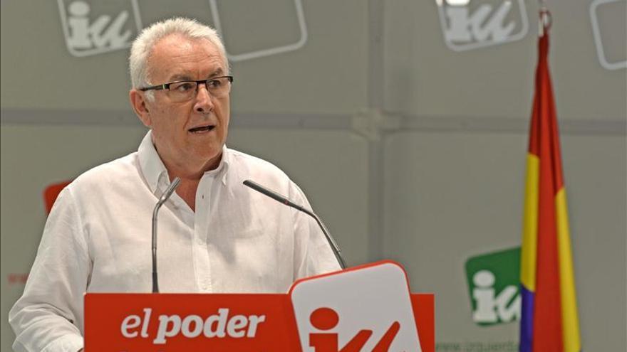 """Cayo Lara pide a Rajoy por carta que el """"ciudadano Juan Carlos"""" no sea aforado"""