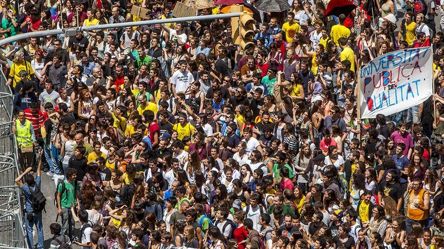 Manifestación en Barcelona con motivo de la huelga en educación. /CARMEN SECANELLA