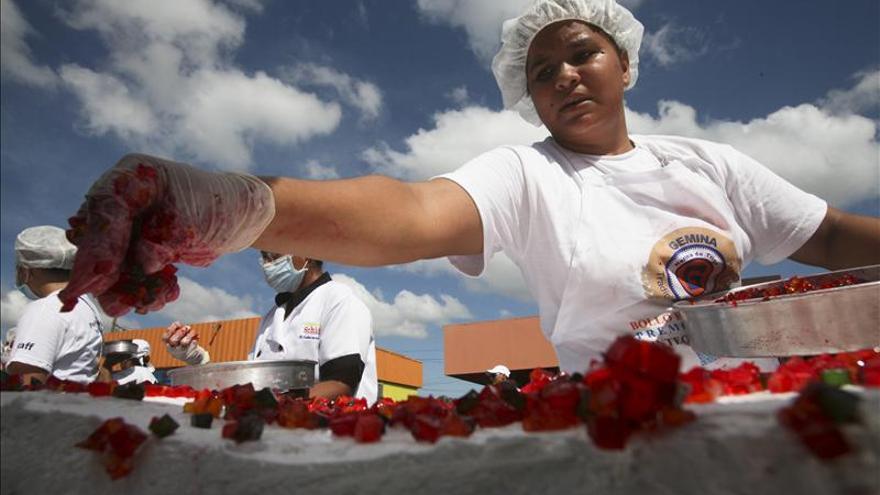 Nicaragua bate el récord Guinness con el pastel de frutas más largo del mundo