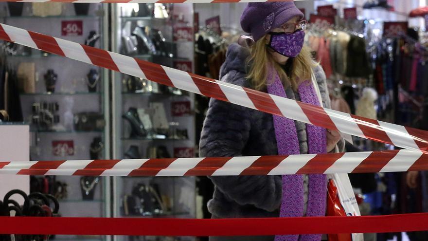 Bares y restaurantes reabren en Grecia tras seis meses de cierre por la covid