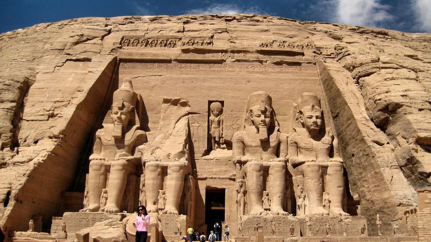Los imponentes colosos del Templo de Ramsés II, en Abu Simbel. Francisco Anzola (CC)