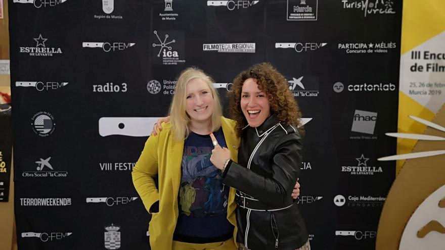 Aislinn Clarke(i) obtuvo el premio a la mejor directora y la mejor película