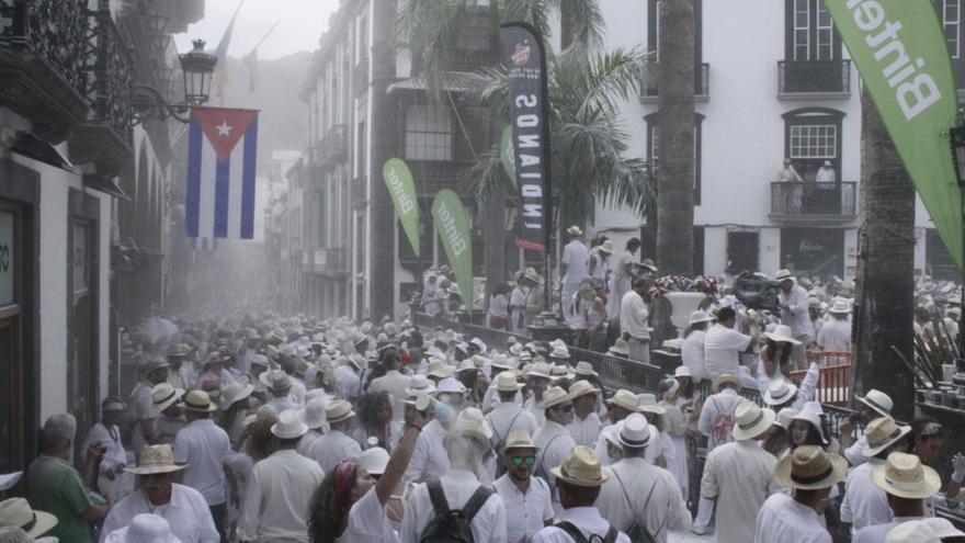 Imagen de archivo de miles de 'indianos' en la Calle Real de Santa Cruz de La Palma.