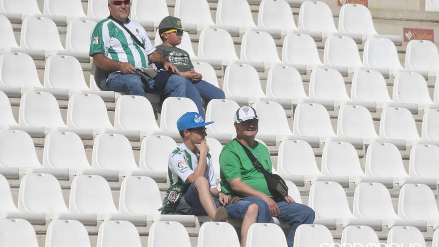 Aficionados del Córdoba en el último partido ante el Numancia   TONI BLANCO