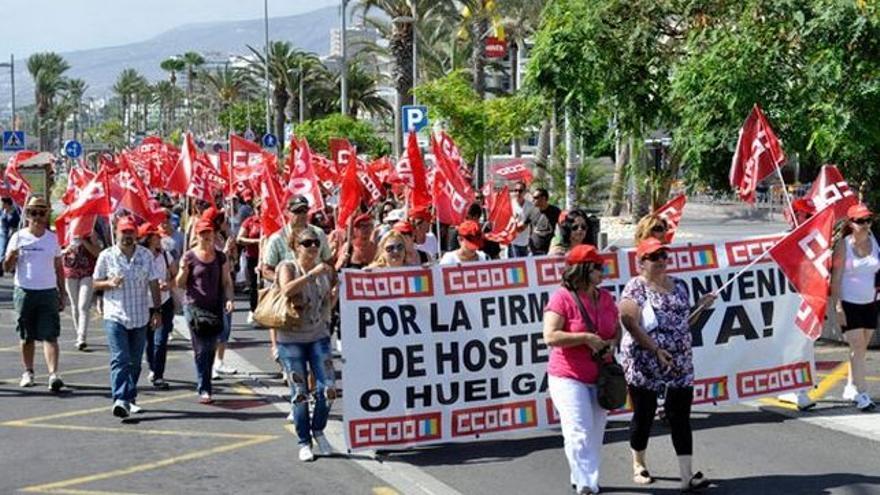 Manifestación contra la precariedad laboral en la hostelería, en el sur de Tenerife en agosto pasado
