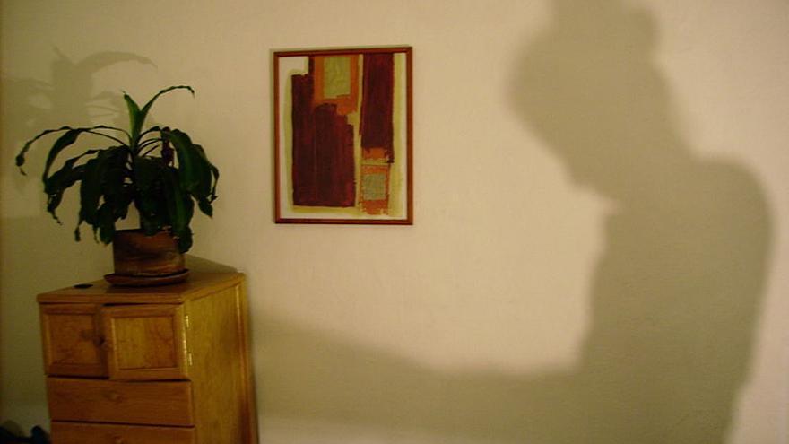 Mujer en sombra. \ Bernardo Bolaños
