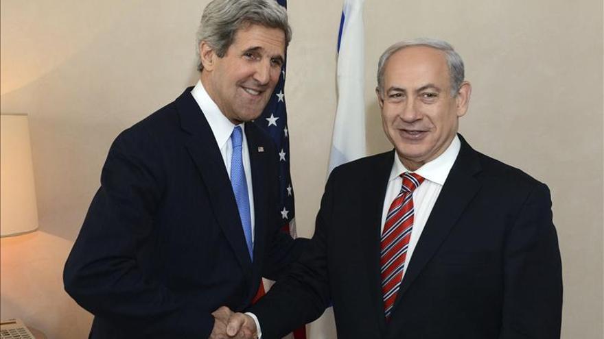 Kerry se reúne con Netanyahu y Abás para hablar del proceso de paz
