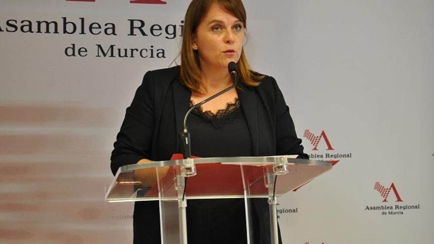 La diputada socialista María Dolores Martínez