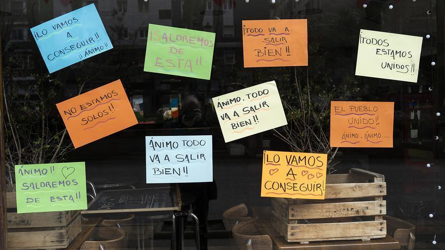 Mensajes positivos frente al estado de alarma y la cuarentena de todo el país.   JOAQUÍN GÓMEZ SASTRE