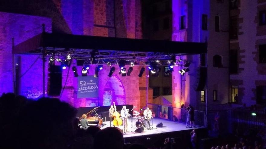 El saxofonista Kamasi Washington y Donny McCaslin Quartet actúan este domingo en el 52 Heineken Jazzaldia
