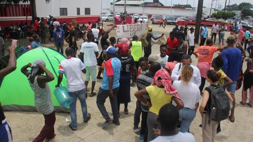 Denuncian redadas de migrantes y malas condiciones en albergues en México