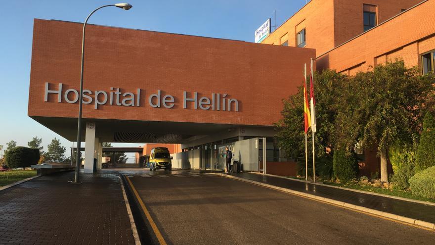 """El PP acusa a Sanidad de """"desmantelar"""" servicios del Hospital de Hellín para vacunar y la Consejería lo niega: """"Fue personal voluntario"""""""