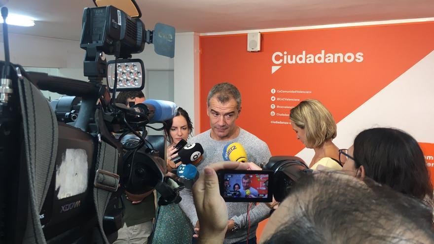 El síndic de Ciudadanos en las Corts, Toni Cantó, atiende a los medios