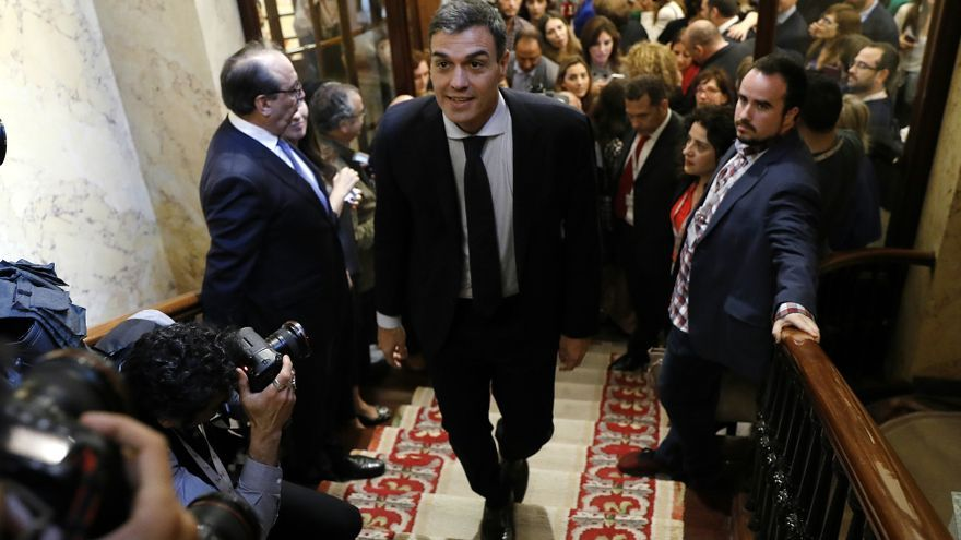 Pedro Sánchez tras sacar adelante la moción de censura contra Mariano Rajoy.