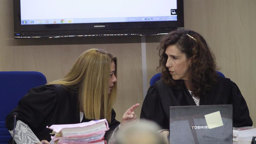 Las magistradas Samantha Romero y Eleonor Moya (d) durante la presentación de las conclusiones del juicio del caso Nóos /EFE
