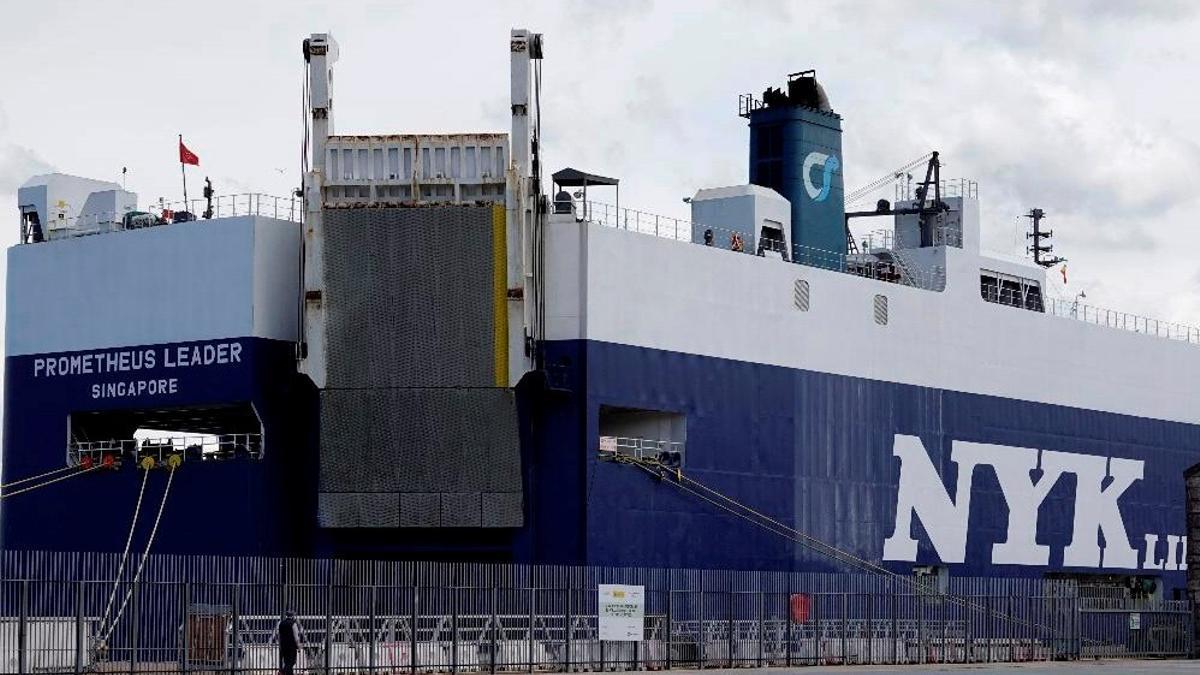 Imagen del buque atracado en Vigo con bandera de Singapur en el que se han confirmado casos de la variante india del coronavirus.