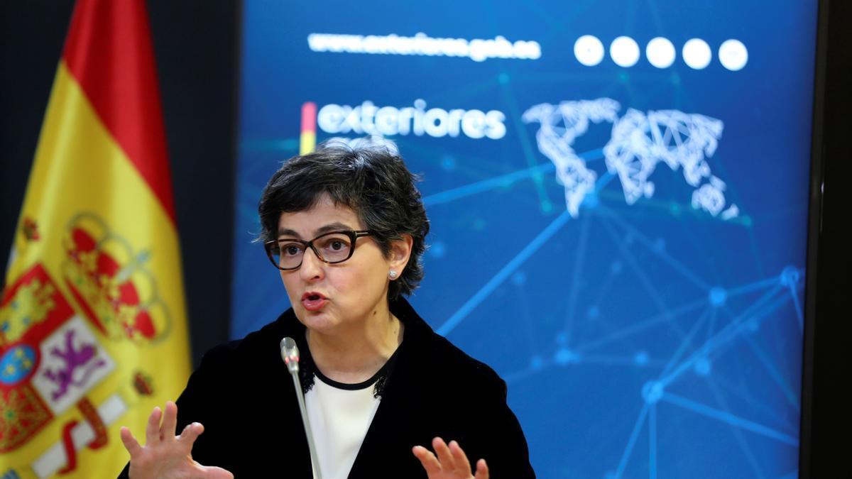 La ministra de Asuntos Exteriores, Arancha González Laya, analiza el acuerdo alcanzado entre la Unión Europea y el Reino Unido en el marco del Brexit y sus consecuencias para la frontera de Gibraltar, que diariamente cruzan unos 15.000 trabajadores y 200 camiones, y cuya fluidez quiere garantizar el Ejecutivo. EFE/ EMILIO NARANJO