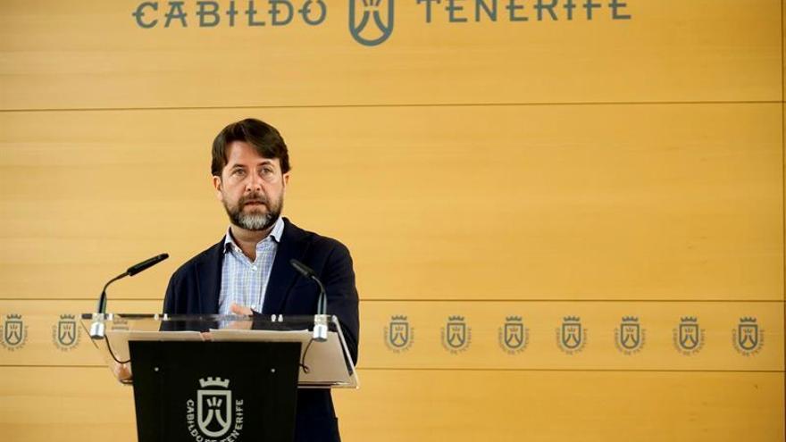 El presidente del Cabildo de Tenerife, Carlos Alonso, informó este viernes de los asuntos aprobados por el Consejo de Gobierno / Ramón de la Rocha/EFE