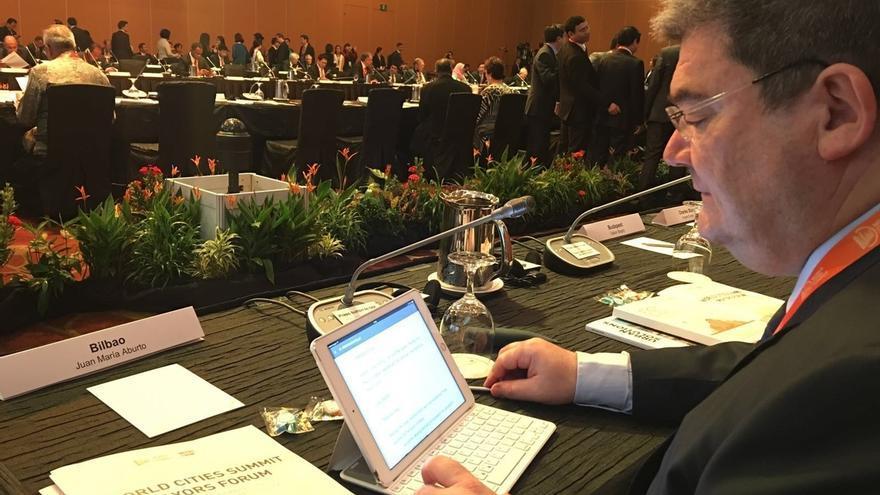 """Aburto expone desde este domingo """"los nuevos retos de Bilbao"""" en el Foro Mundial de Alcaldes y Ciudades de Singapur"""