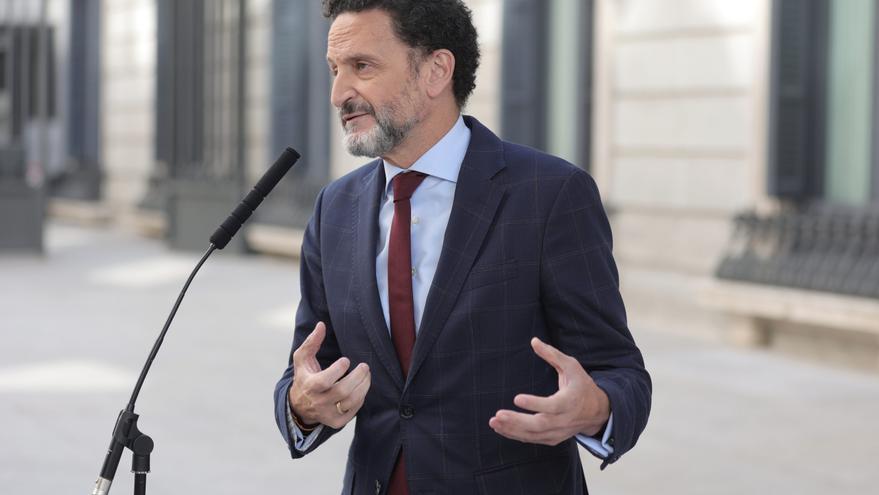 El portavoz adjunto de Ciudadanos en el Congreso de los Diputados, Edmundo Bal, ofrece declaraciones a los medios