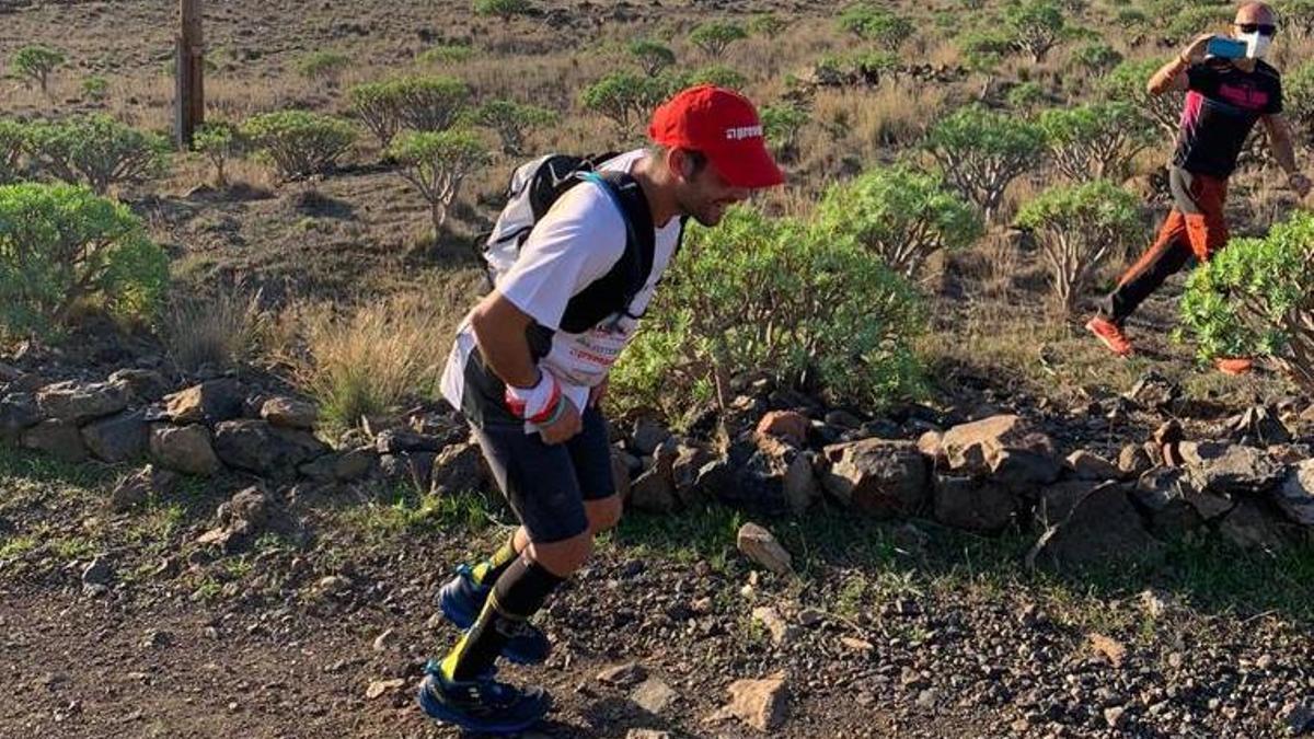 El corredor adaptado tijarafero David Rodríguez  en La Gomera.