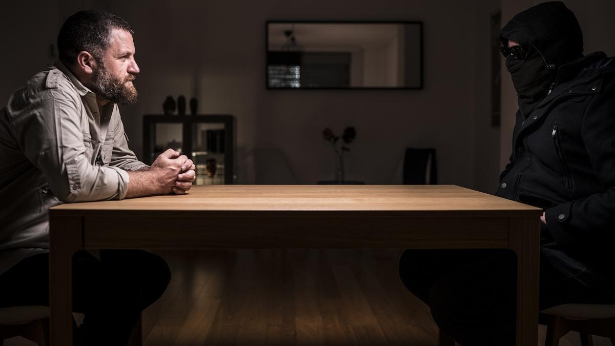 David Beriain durante una entrevista para un documental de la serie 'Clandestino'