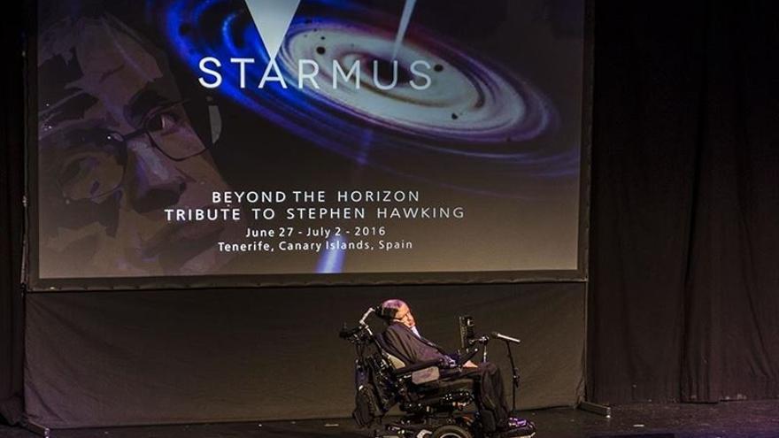 El científico británico Stephen Hawking, durante su conferencia en el Starmus Tenerife 2016