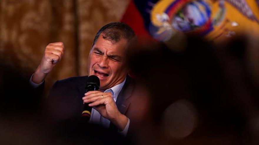 """Un 66 % de ecuatorianos cree que el país va """"por mal camino"""", según una encuesta"""