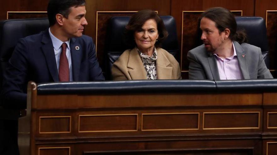 Pedro Sánchez, Carmen Calvo y Pablo Iglesias, en el Congreso de los Diputados.