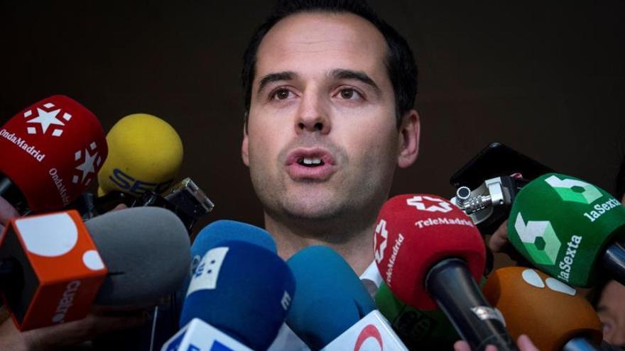 Cs ganaría en Madrid y el PP perdería la mitad de sus votantes, según un sondeo