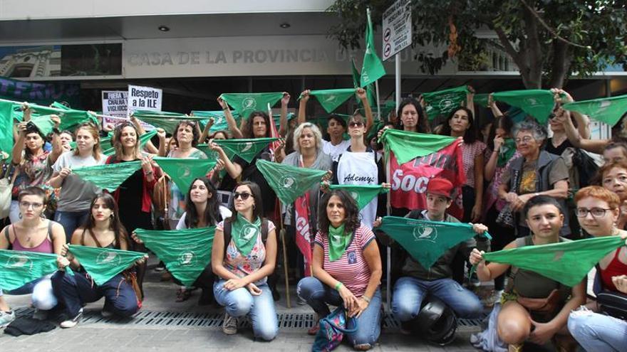 Protesta en Buenos Aires para pedir que se realice aborto a una niña violada.