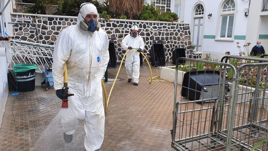 Labores de desinfección en el Hospital de Dolores.