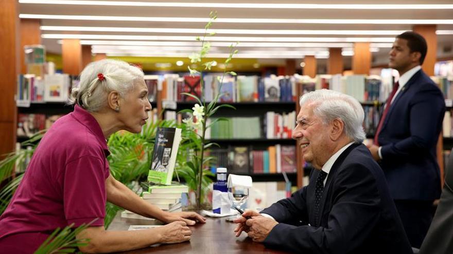 Vargas Llosa desgrana los títulos que más le influyeron, de Neruda a Flaubert