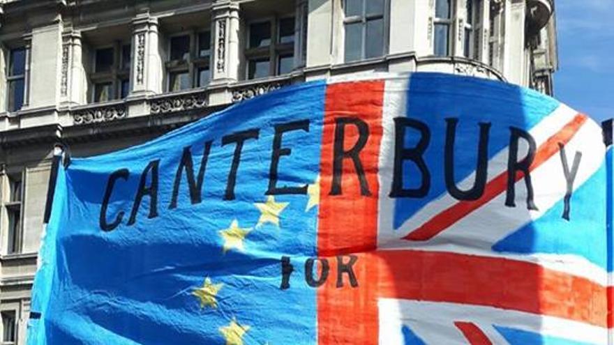 Duffield en una marcha en Canterbury en contra del Brexit.