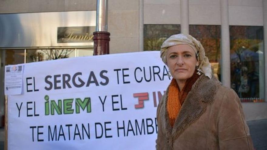 Beatriz Figueroa en una manifestación para reclamar mayor protección a los enfermos de cáncer.