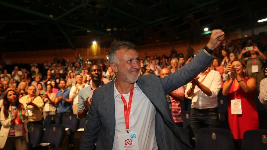 Ángel Víctor Torres es vitoreado tras recibir el respaldo a su Ejecutiva.